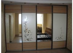Зеркальные двери-купе с пескоструйным рисунком